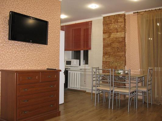 2-комнатная квартира посуточно в Днепропетровске. Бабушкинский район, ул. Комсомольская, 28-А. Фото 1