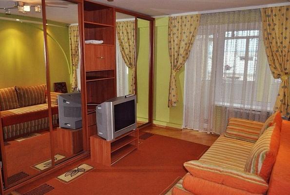 2-комнатная квартира посуточно в Ивано-Франковске. ул. Вишневского, 8. Фото 1