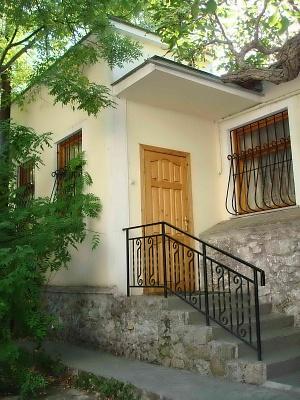 2-комнатная квартира посуточно в Ялте. ул. Войкова, 2. Фото 1