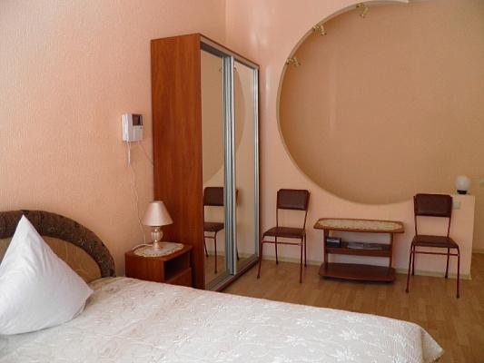 2-комнатная квартира посуточно в Одессе. Приморский район, пер. Маяковского. Фото 1