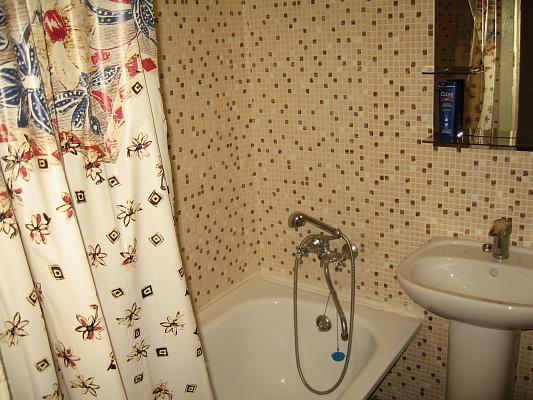 1-комнатная квартира посуточно в Днепропетровске. Амур-Нижнеднепровский район, пр-т Правды, 1. Фото 1