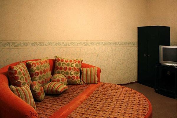 2-комнатная квартира посуточно в Одессе. Приморский район, пер. Покровский, 8. Фото 1