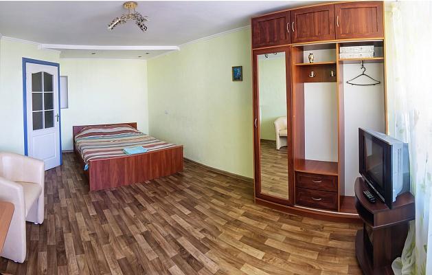 1-комнатная квартира посуточно в Черкассах. ул. Шевченко, 220. Фото 1