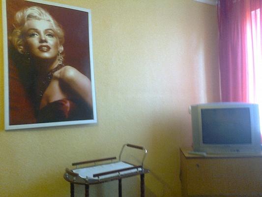 1-комнатная квартира посуточно в Запорожье. Орджоникидзевский район, б-р Гвардейский, 145а. Фото 1
