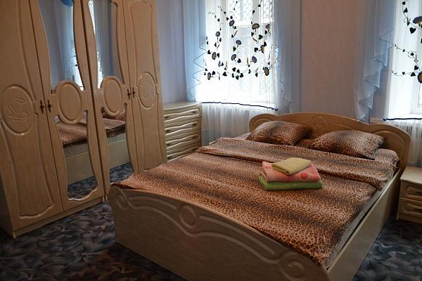 2-комнатная квартира посуточно в Одессе. Приморский район, ул. Пантелеймоновская, 8. Фото 1