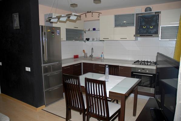 2-комнатная квартира посуточно в Мариуполе. пр-т Ленина , 105. Фото 1