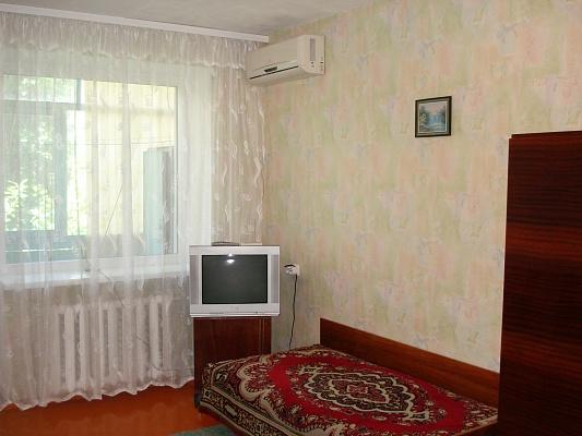 1-комнатная квартира посуточно в Бердянске. ул. Первомайская, 1\48. Фото 1