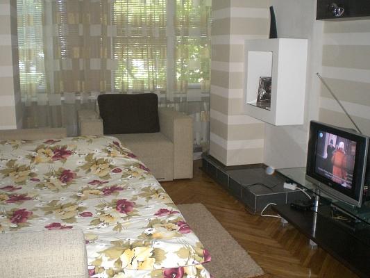 1-комнатная квартира посуточно в Киеве. Соломенский район, ул. Урицкого, 9. Фото 1