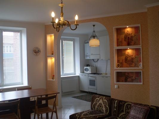 2-комнатная квартира посуточно в Каменце-Подольском. ул. Драгоманова , 11. Фото 1