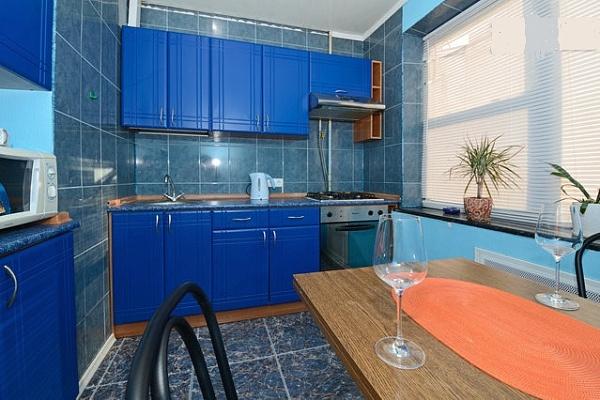 2-комнатная квартира посуточно в Киеве. Оболонский район, пр-т Оболонский, 28. Фото 1