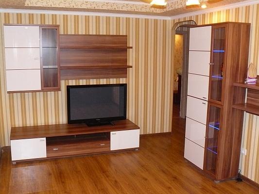 3-комнатная квартира посуточно в Донецке. Киевский район, ул. Университетская, 74. Фото 1