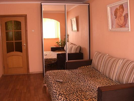 1-комнатная квартира посуточно в Севастополе. Гагаринский район, пр-т Окт. Революции, 22\1. Фото 1