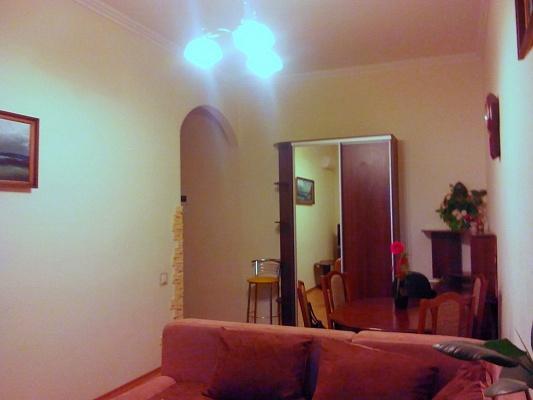 2-комнатная квартира посуточно в Киеве. Шевченковский район, ул. Артема, 10. Фото 1