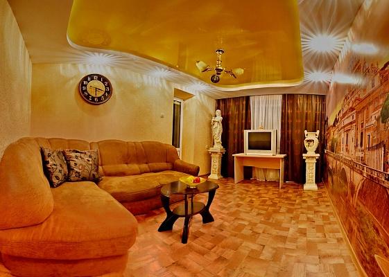 2-комнатная квартира посуточно в Чернигове. Новозаводской район, пр-т Победы, 71. Фото 1