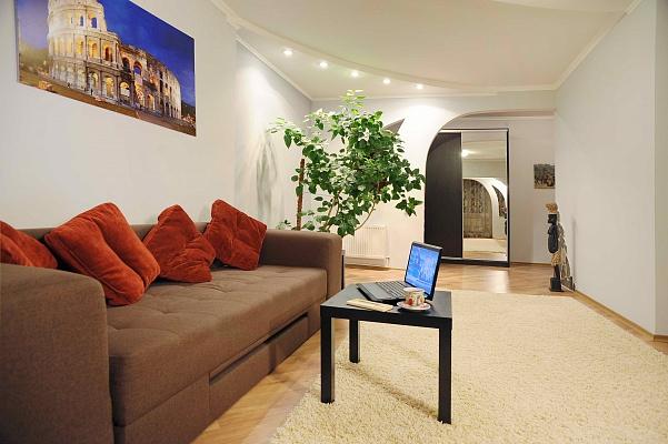 2-комнатная квартира посуточно в Ивано-Франковске. ул. Вовчинецкая, 124. Фото 1