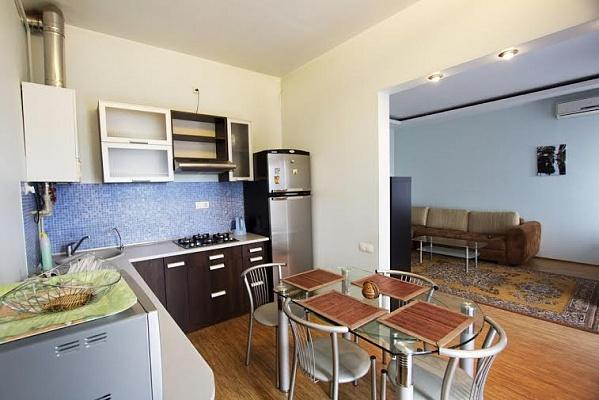 1-комнатная квартира посуточно в Одессе. Приморский район, ул. Канатная, 11. Фото 1