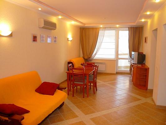 2-комнатная квартира посуточно в Алуште. ул. Морская, 5. Фото 1
