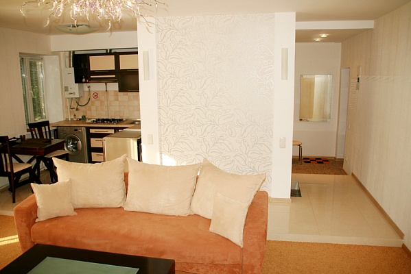 2-комнатная квартира посуточно в Чернигове. Деснянский район, ул. Полуботка, 9. Фото 1