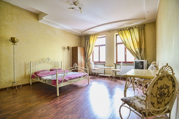 2-комнатная квартира посуточно в Львове. Галицкий район, ул. П. Дорошенко, 66. Фото 1