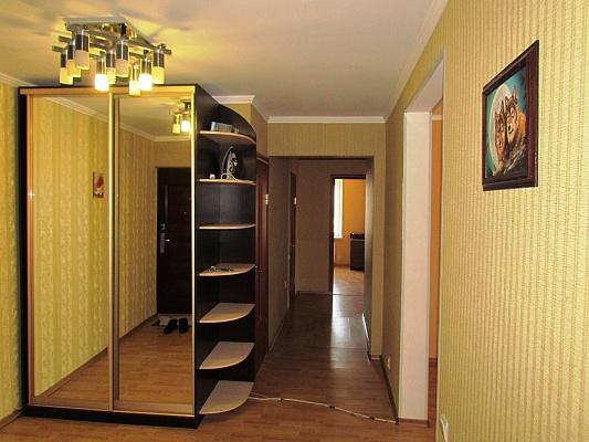 4-комнатная квартира посуточно в Житомире. ул. И.Мазепы (Мануильского), 13. Фото 1