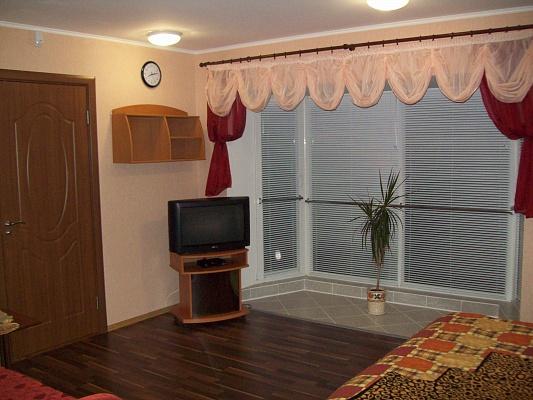 1-комнатная квартира посуточно в Черкассах. ул. Б.Хмельницкого, 50. Фото 1