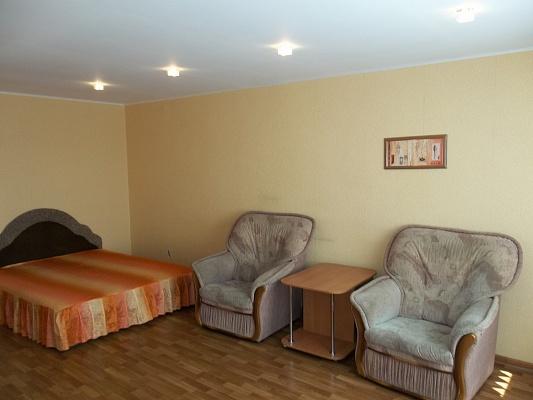 1-комнатная квартира посуточно в Черкассах. ул. Гоголя, 137. Фото 1