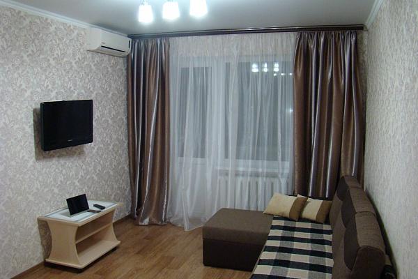 1-комнатная квартира посуточно в Кривом Роге. Дзержинский район, ул. Якира, 26. Фото 1