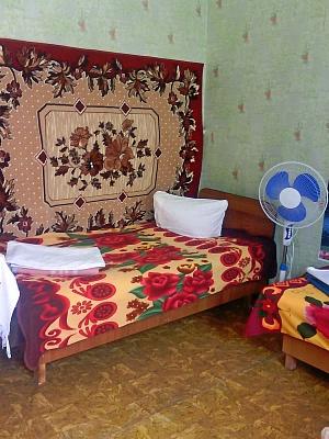 Комната  посуточно в Скадовске. ул. Мариинская (Коммунаров), 31. Фото 1