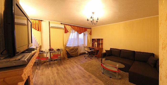2-комнатная квартира посуточно в Николаеве. Центральный район, пр-т Ленина, 71а. Фото 1