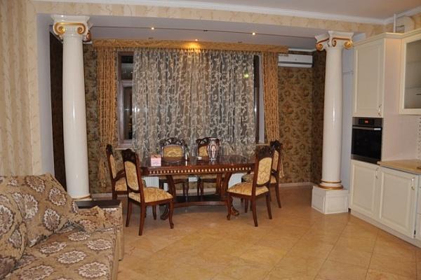 3-комнатная квартира посуточно в Одессе. Приморский район, ул. Жуковского, 10. Фото 1