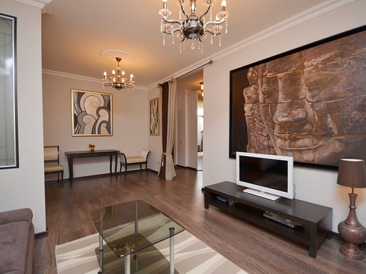 3-комнатная квартира посуточно в Донецке. Киевский район, ул. Артёма. Фото 1