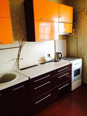 1-комнатная квартира посуточно в Вишнёвом. ул. Святоюрьевская, 28. Фото 1