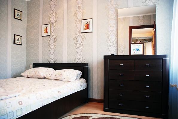 3-комнатная квартира посуточно в Донецке. Ворошиловский район, ул. Розы Люксембург, 15. Фото 1