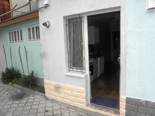 2-комнатная квартира посуточно в Евпатории. ул. Горького, 7. Фото 1