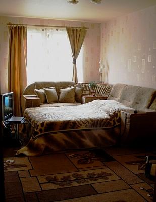 2-комнатная квартира посуточно в Сумах. Ковпаковский район, ул. Пролетарская, 15. Фото 1